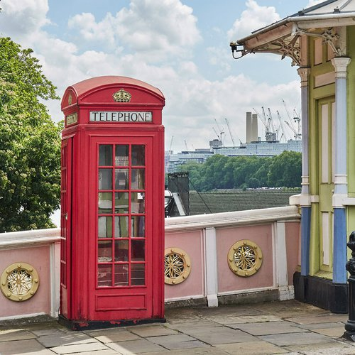 Phonebox on Chelsea Bridge